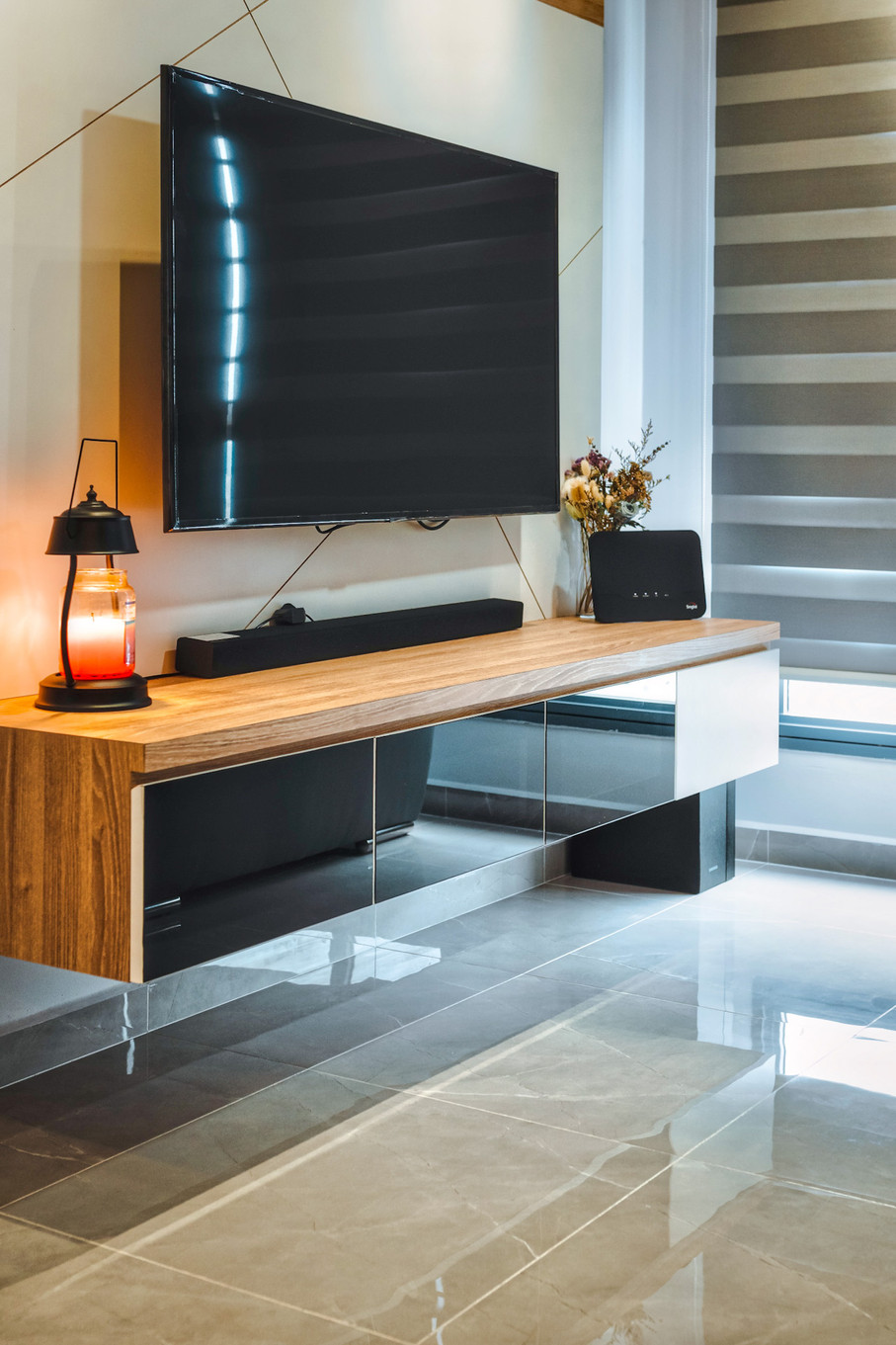 Strathmore Ave | TV console