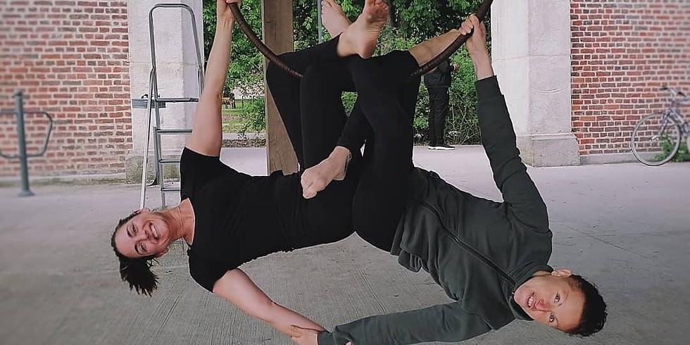 Initiation à l'aérien : yoga et cerceau