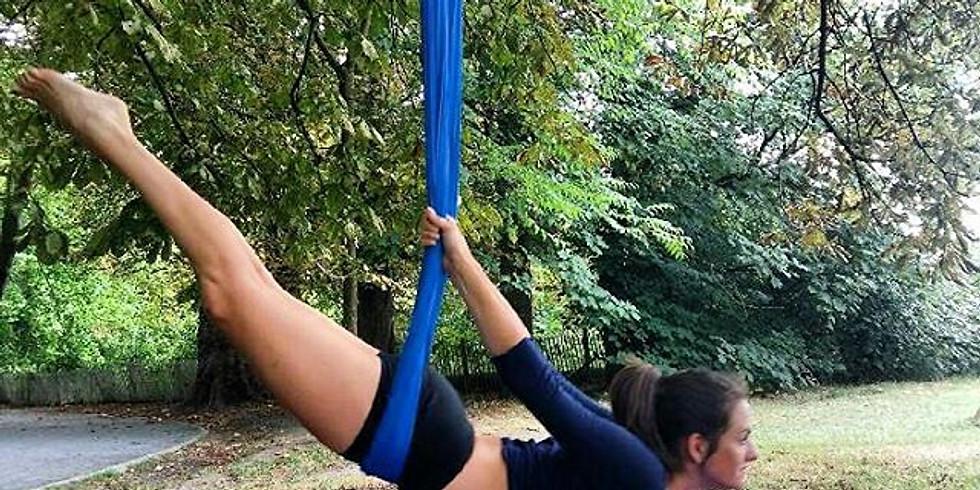 Yoga aérien en extérieur