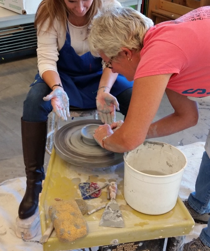 Throwing my first clay pot at the Figge