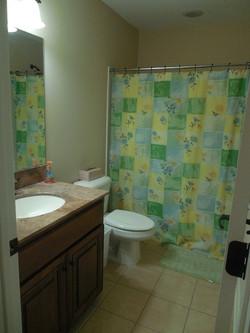 Third bath upstairs (2).JPG
