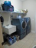 huge laundry room.JPG