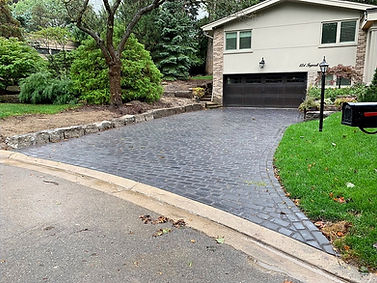 Driveway pictures with stones suppies from Unilock, Oakspavers, Techno-block and permacon