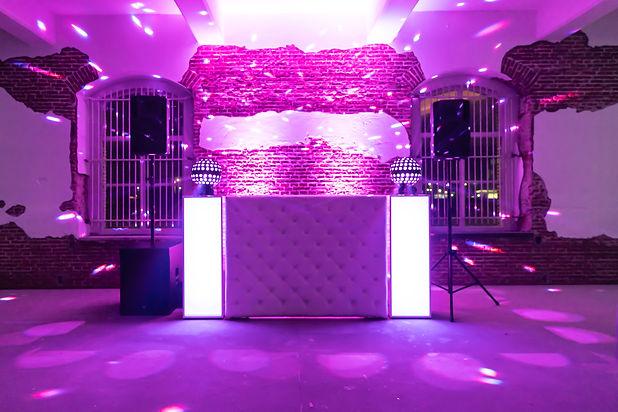 White Wedding Lounge