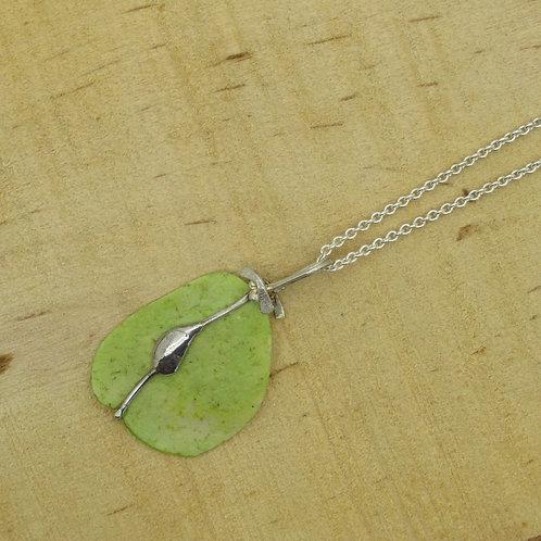 Elmseeds hanger aan zilveren ketting/collier (925) groen
