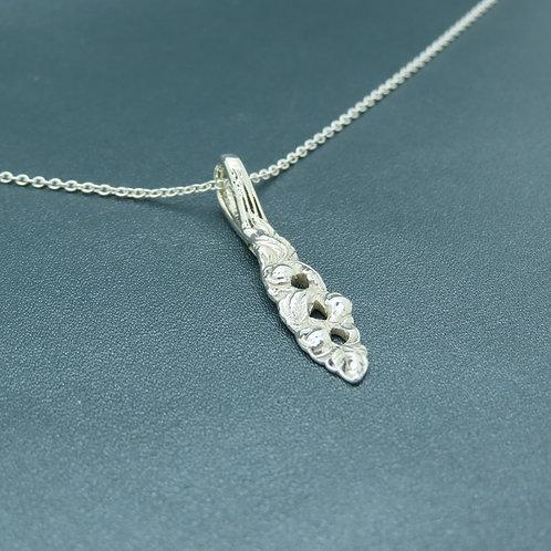 Lepeltjes hanger aan collier zilver (925)