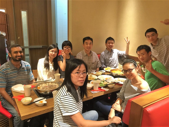 Prof. Xun-Li Wang had dinner with the research team