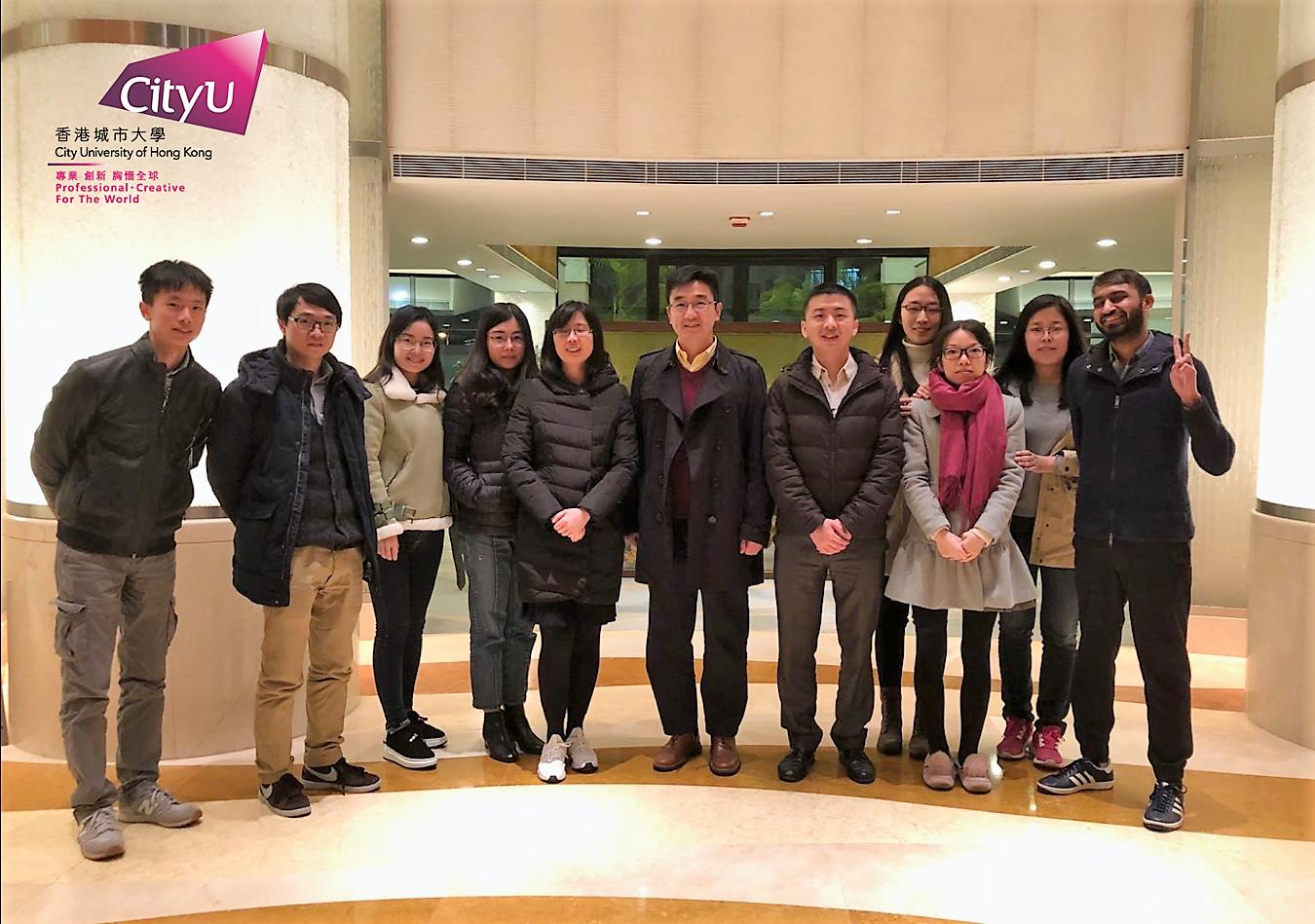 Prof. Xun-Li Wang and the research team took photo at CityU