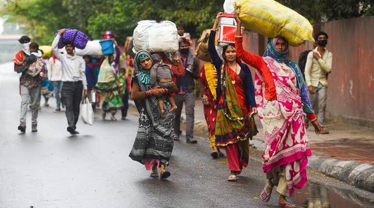 कोरोना के इस संकट की घडी में सबसे मुश्किल हालत में है प्रवासी मजदूर