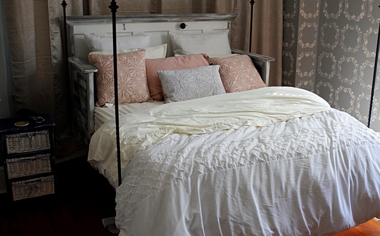 Queen Bed w/Wrought Iron Hangers