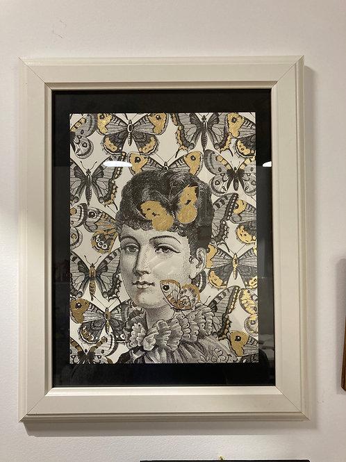 Cadre femme fleurs dorées