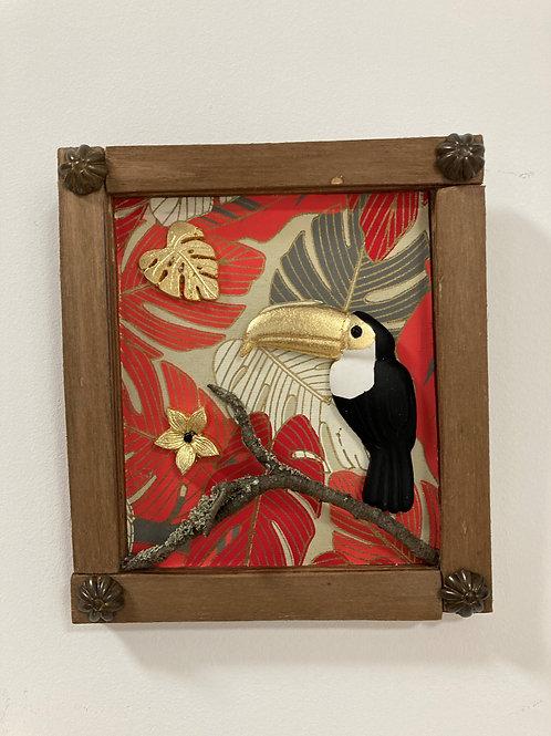 Cadre bois et résine toucan rouge