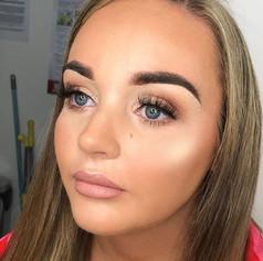 Simple matte brown eye and glowy bronzed skin 👌🏻✨_._._.jpg