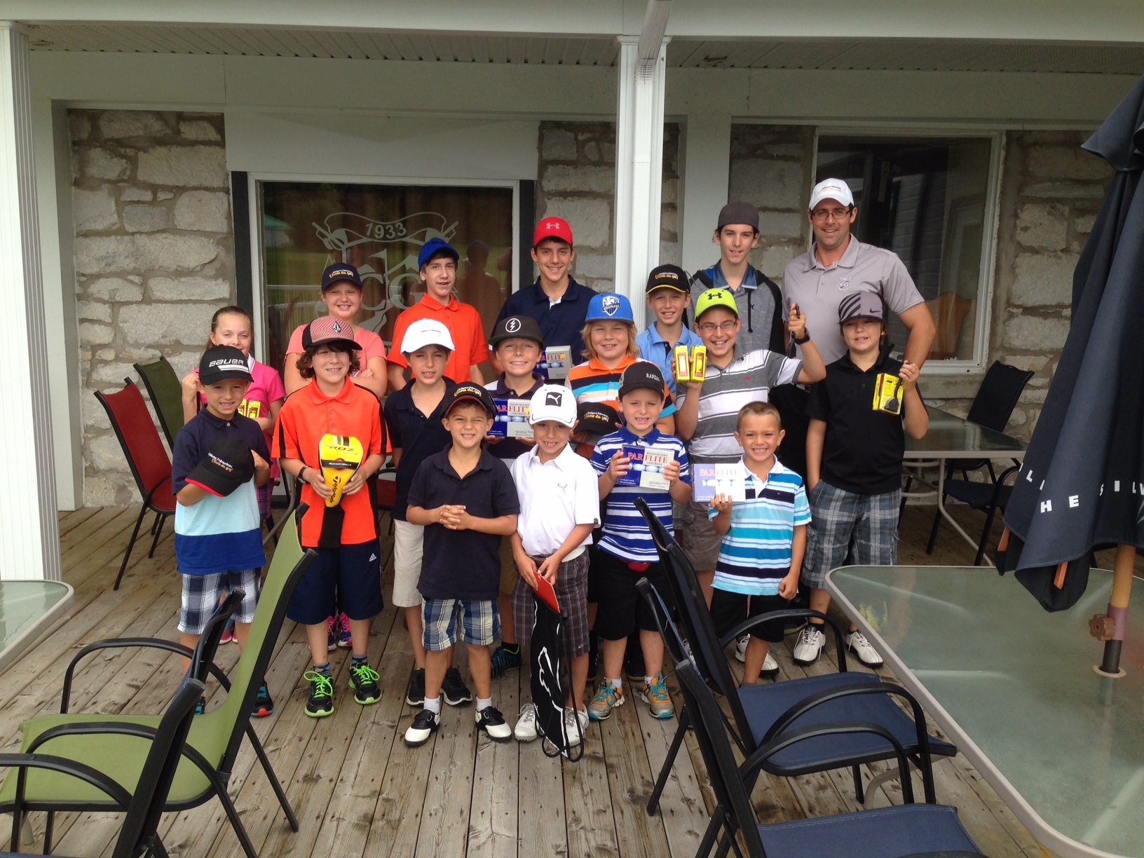 Groupe de camp de golf pour juniors