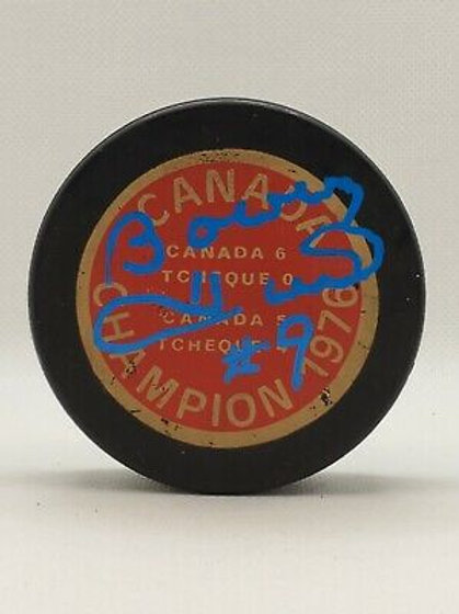 Bobby Hull Chicago Blackhawks signed vintage 1976 Canada Champion puck