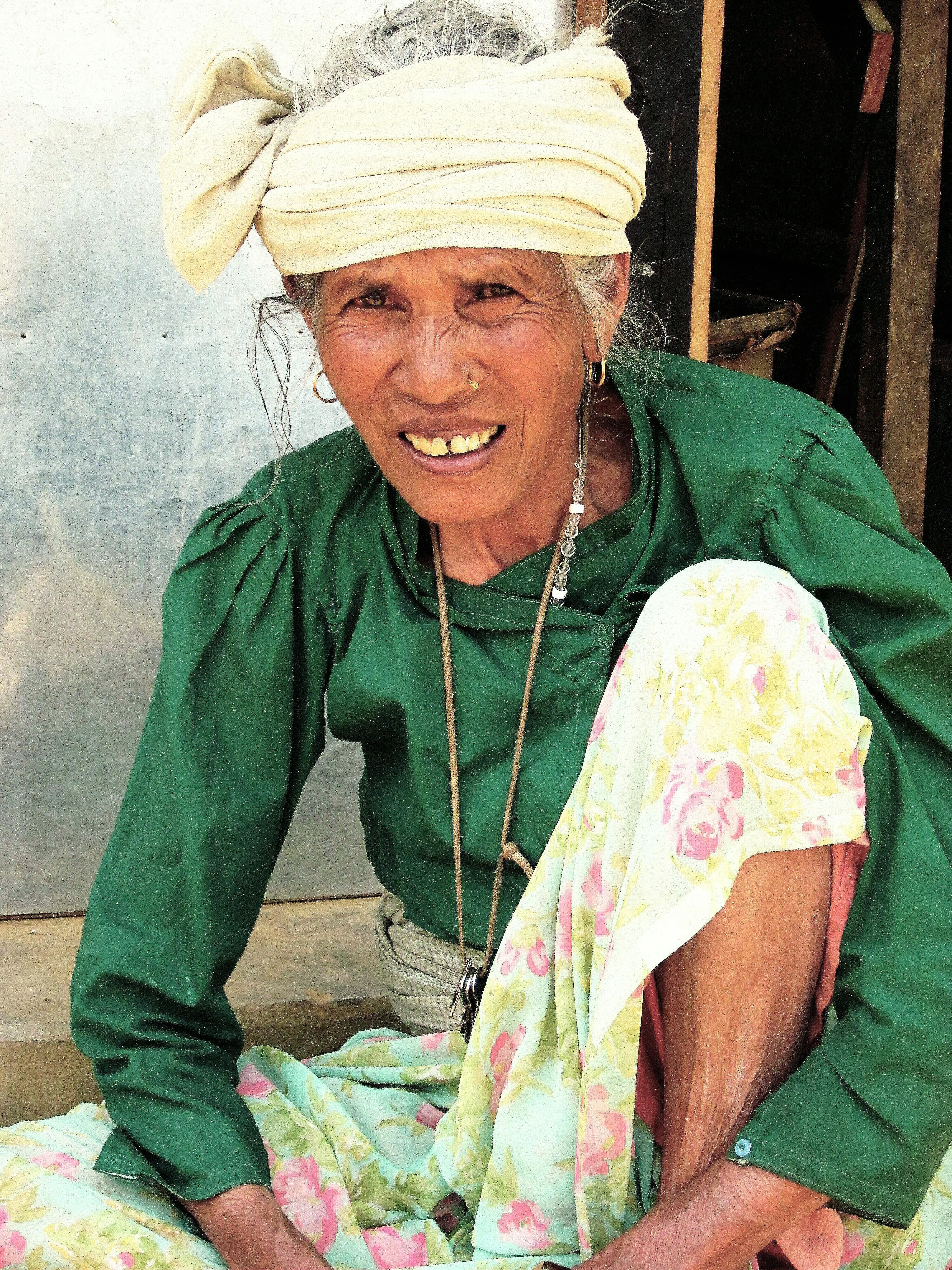NEPAL 725