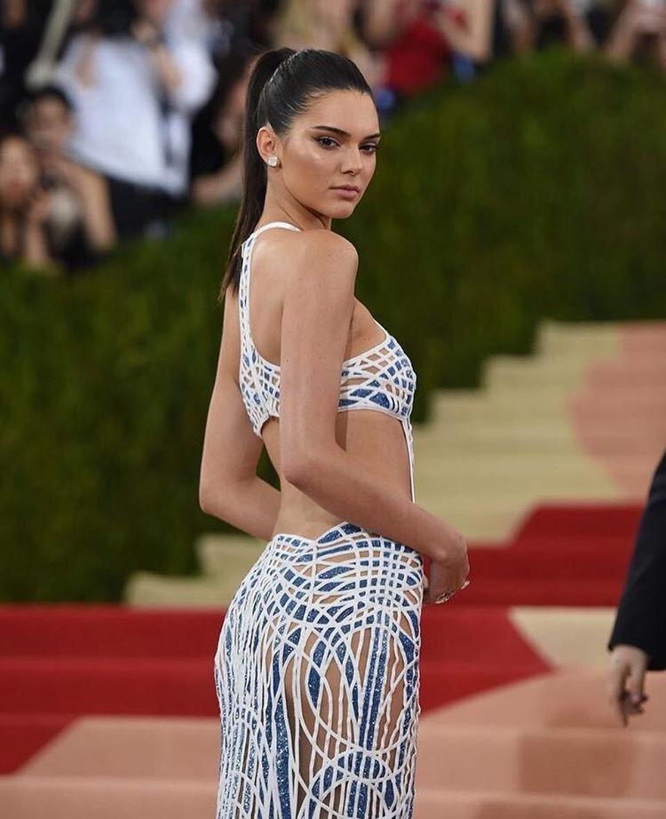 Kendall Jenner in Atelier Versace.