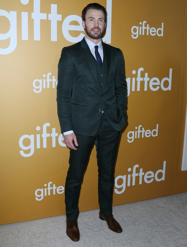 Chris Evans in a green three-piece suit from Dolce & Gabbana and Christian Loubotin shoes for the Gifted premiere in LA. Styled by Ilaria Urbinati.