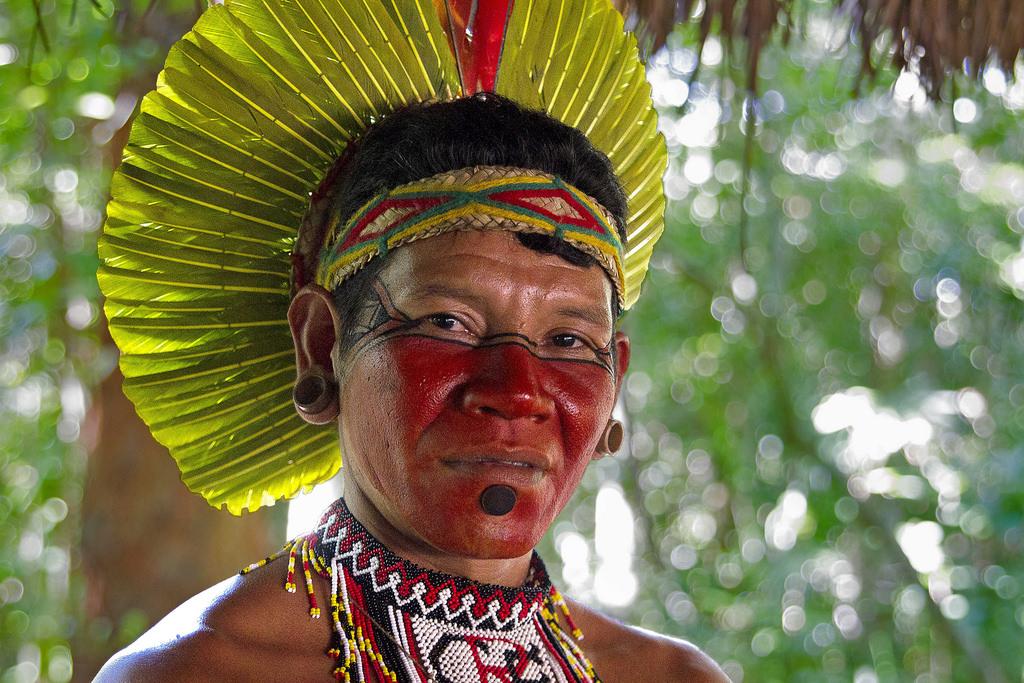 Índio_Pataxó_em_reserva_indígena_Proximo_a_Coroa_Vermelha,_Bahia__by_Verbeno