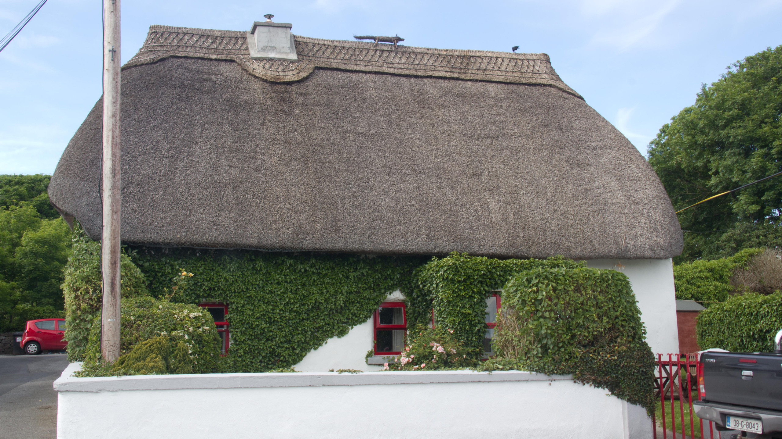 Thatched house in Weir