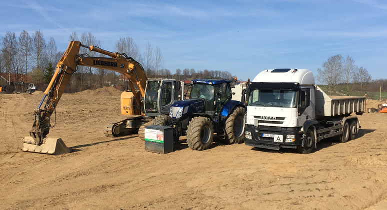 24 to. Bagger, New Holland, LKW