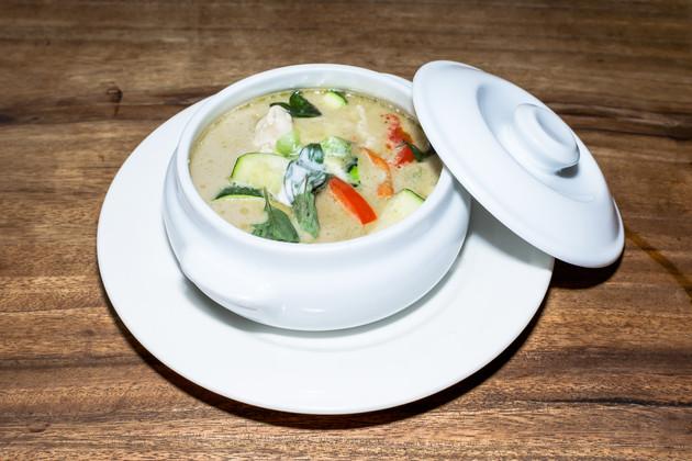 28. Poulet au curry vert et crème de coc