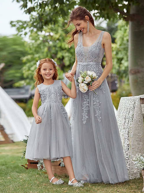 Sivé  dievčenské krajkové šaty EP 7544