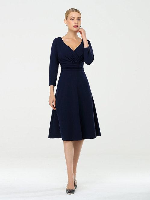 Tmavo modré šaty s rukávom