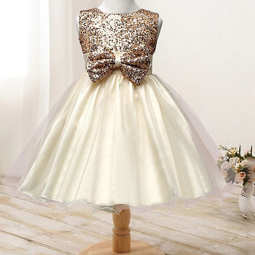 Zlaté dievčenské šaty