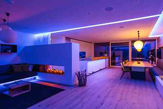 Machen Sie mit intelligenter RGBW Steuerung mehr aus Ihrer Beleuchtung und entdecken Sie die verschiedenen Möglichkeiten des Lichtdesigns!