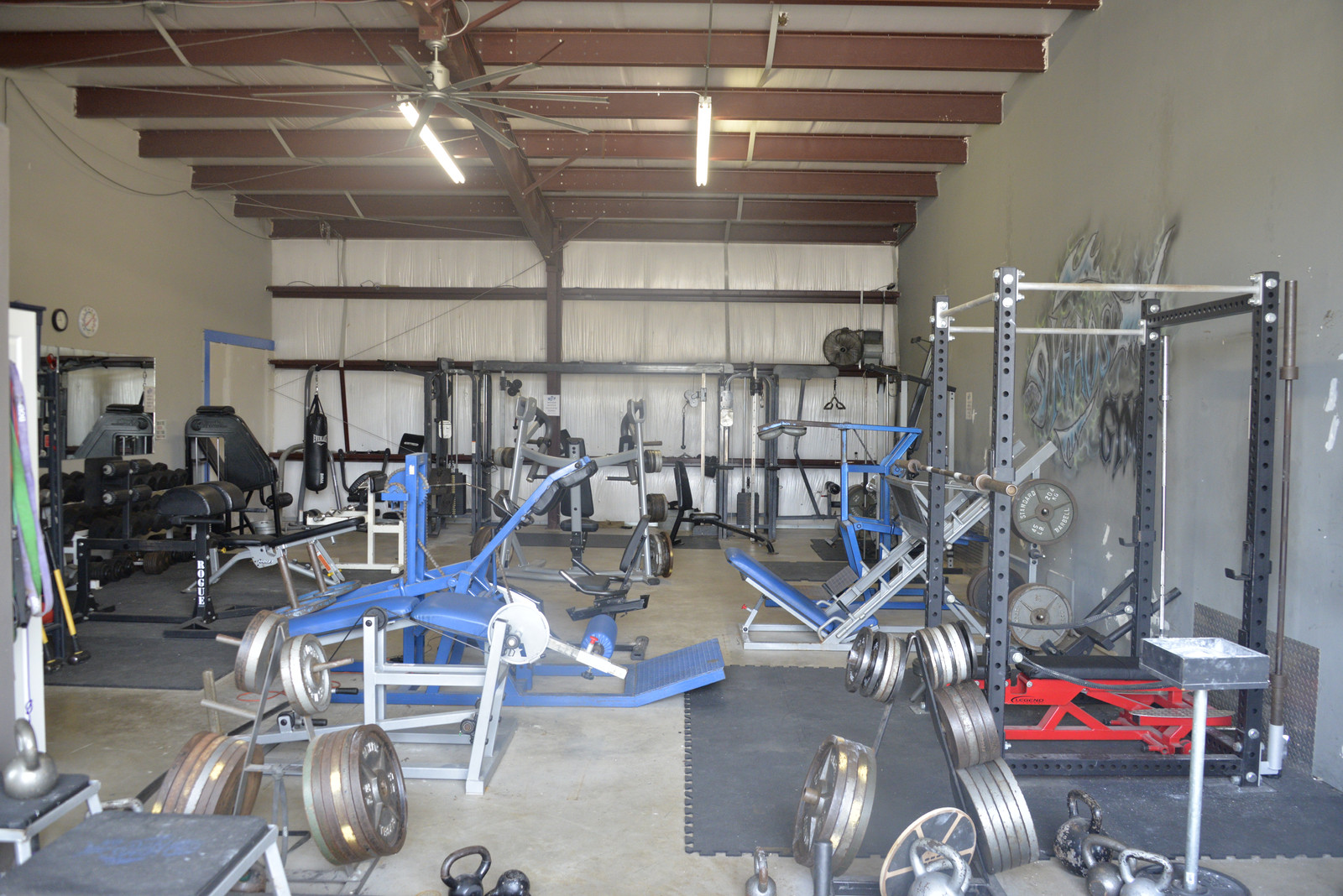 Khaos gym weight room gym bootcamp porter tx kingwood tx