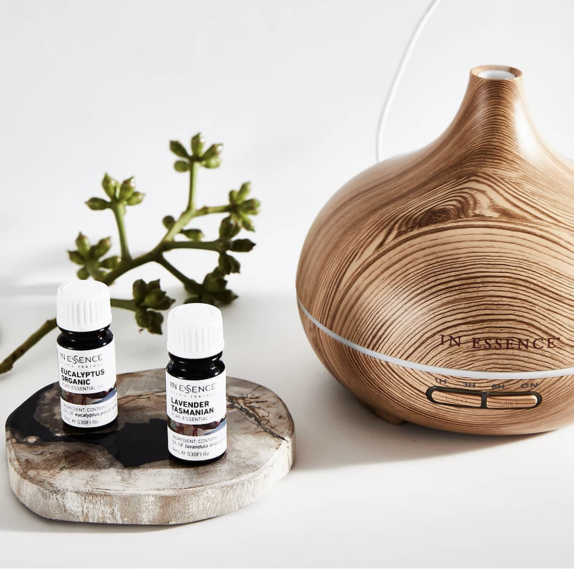 Release the purity and freshness of the Australian landscape by pairing this ultrasonic diffuser with any of our nature-inspired Australian pure essential oils blended, bottled and packaged right here in Australia.