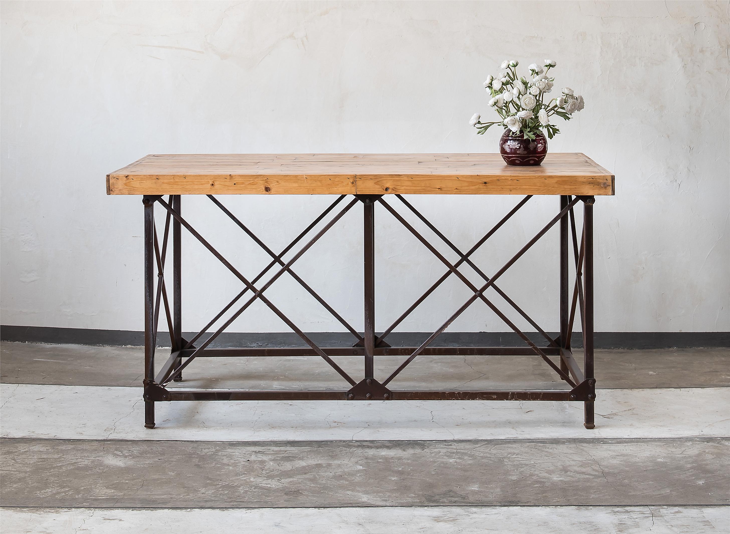 שולחן פלטת עץ מלא על בסיס פרזול ברזל