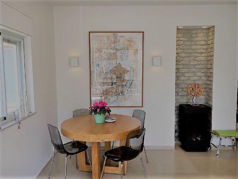 דירה ענקית מטופחת ומאובזרת להשכרה ברחוב שלומציון בצפון תל אביב במיקום מעלה