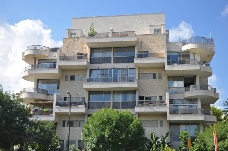 שישה חדרים למכירה ברחוב בבלי בשכונת בבלי