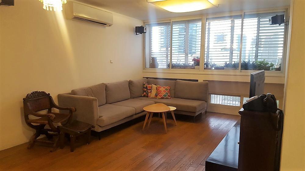 דירה למכירה 3 חדרים ברחוב הרצוג בבבלי. דירה ענקית מתאימה לארבעה חדרים