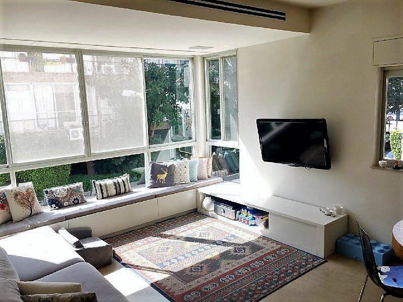 """סלון פתוח, נוף מקסים ברחוב שלומציון בצפון הישן של תל אביב דירת 85 מ""""ר"""