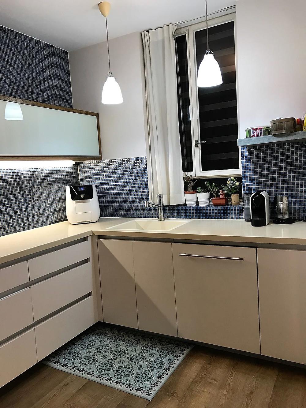 דירה למכירה ברחוב בבלי מטבח פתוח לסלון משופצת