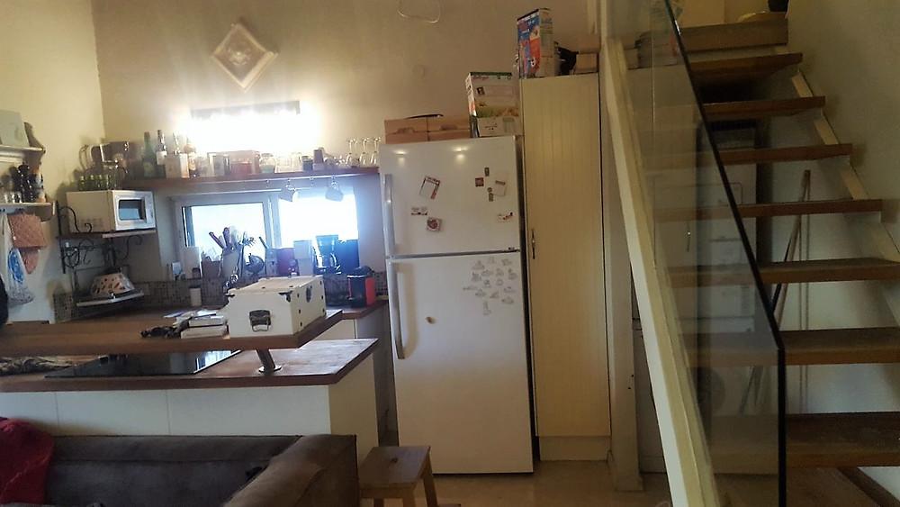 דירה למכירה בבבלי 3 חדרים. מטבח פתוח לסלון. יציאה למרפסת גדולה