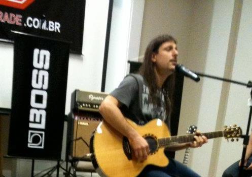 Rafael Bittencourt (Banda Angra)