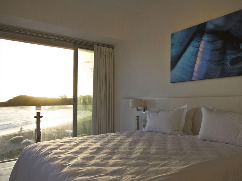 hotel-resort-tofo-mar-gallerybedroom-sun
