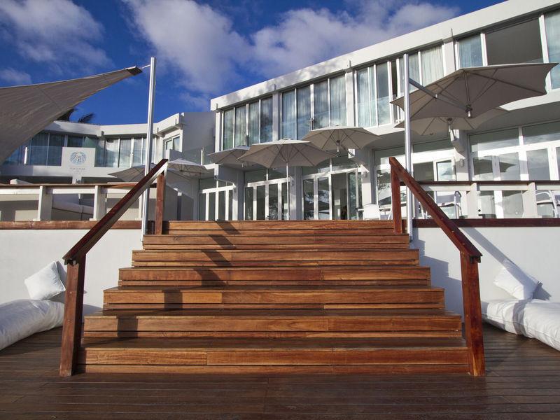 hotel-resort-tofo-mar-gallerystairs-2.jp