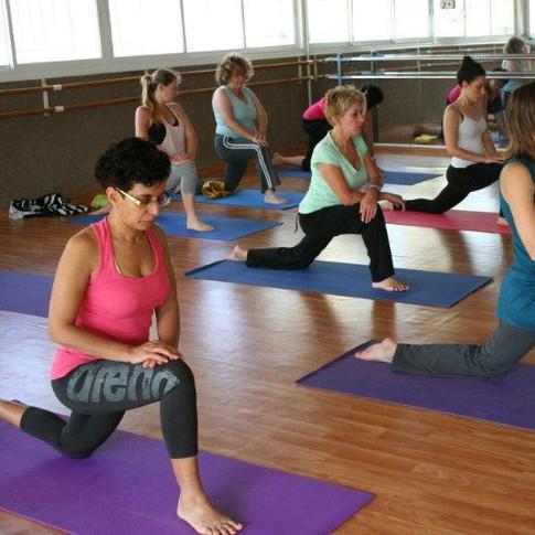יוגה, שיעור יוגה, יוגה ראשון ל טציון, מרגיע, תרגול, תנוחות, מתיחות, יוגה נשית, טליוגה