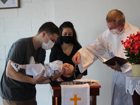 Em maio, três batismos