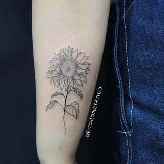 Female Tattoo Artist Evita Lopez_The Dra