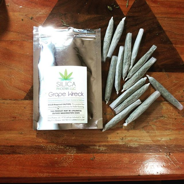 One of our #budtenders rolled 13 joints in 14 minutes! #stickthatinyourpipeandsmokeit #420 $40 Quart