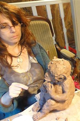 sculpteur céramiste contemporaine à l'atelier