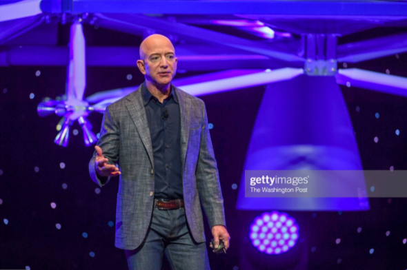 (Jeff Bezos gives an update on Blue Origin's progress. Photo by Getty images)