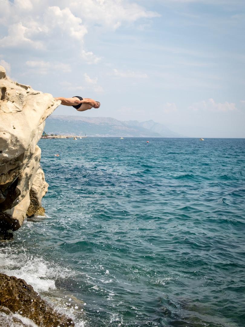 The head diver.jpg