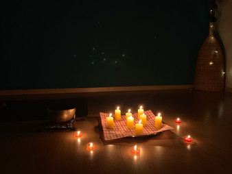 Yin Yoga im Kerzenlicht